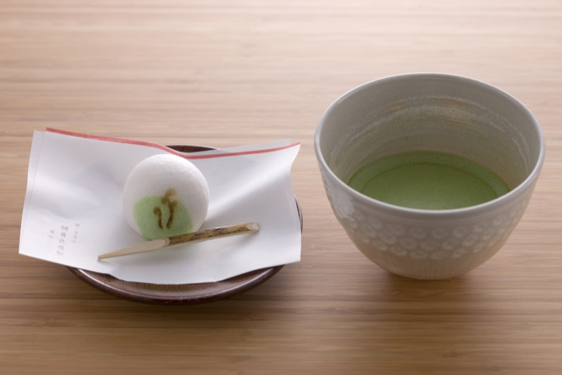 Green tea with fresh Japanese cake